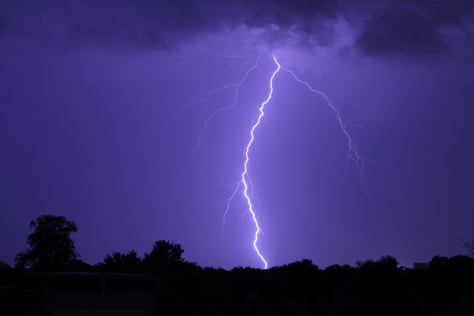 雷様がゴロゴロ している